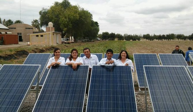 Uñac prometió financiar los paneles fotovoltaicos ya colocados en Fecoagro